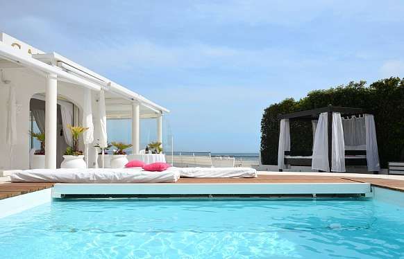 Waterfront villa for rent in Cap d'Antibes