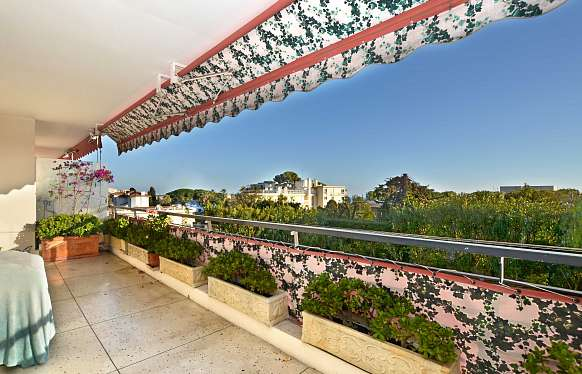 Apartment with terrace for sale in Cannes