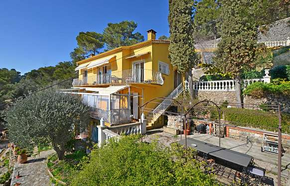 "Typically ""niçoise"" villa to sell at Villefranche-sur-Mer"