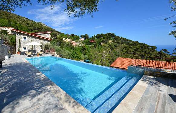 Unique estate to sell at Eze-sur-mer